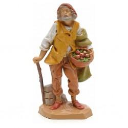 Anziano con cesto mele