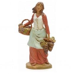 Donna con cesta di uva