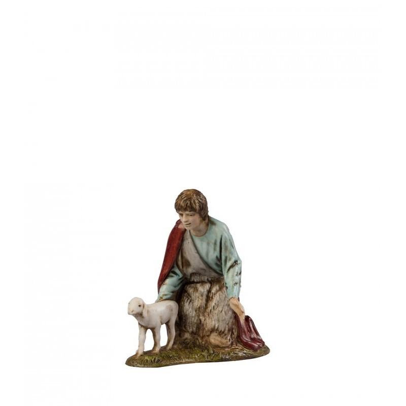 Pastorello inginocchiato con agnello